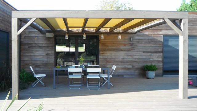 pergola en bois vincennes contemporary patio lyon. Black Bedroom Furniture Sets. Home Design Ideas