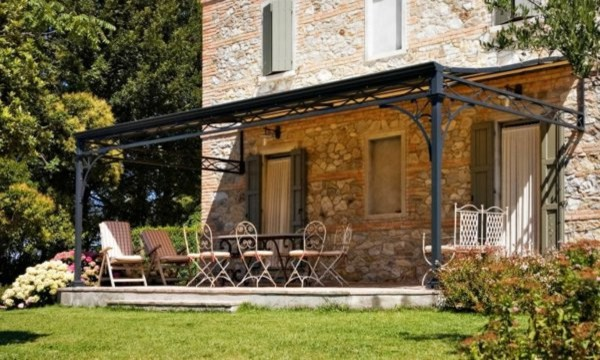 pergola en fer forg campagne terrasse et patio. Black Bedroom Furniture Sets. Home Design Ideas