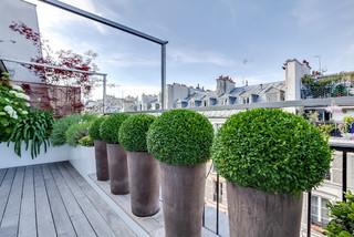 rambuteau modern terrasse paris von meero. Black Bedroom Furniture Sets. Home Design Ideas