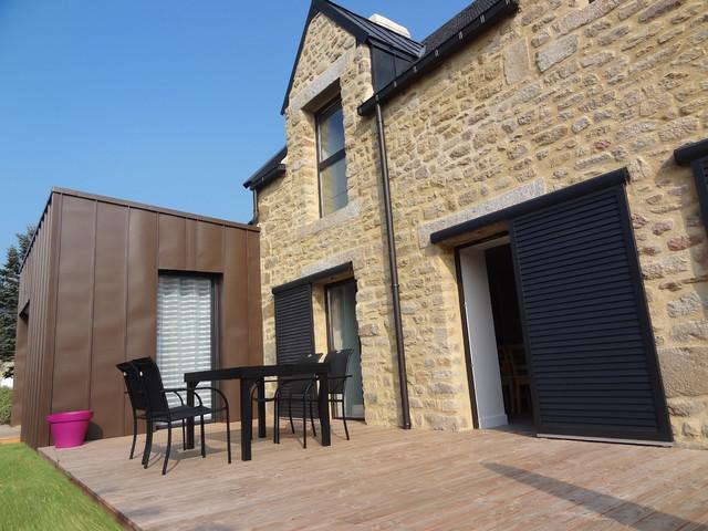 r novation et extension d 39 une long re contemporain terrasse et patio rennes par. Black Bedroom Furniture Sets. Home Design Ideas