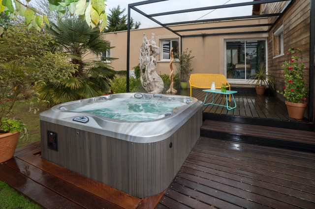 jacuzzi terrasse perfect jacuzzi en bois exterieur pour terrasse cool petite piscine chic. Black Bedroom Furniture Sets. Home Design Ideas