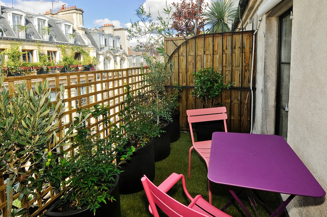 studio avec terrasse sous les toits paris 1er. Black Bedroom Furniture Sets. Home Design Ideas