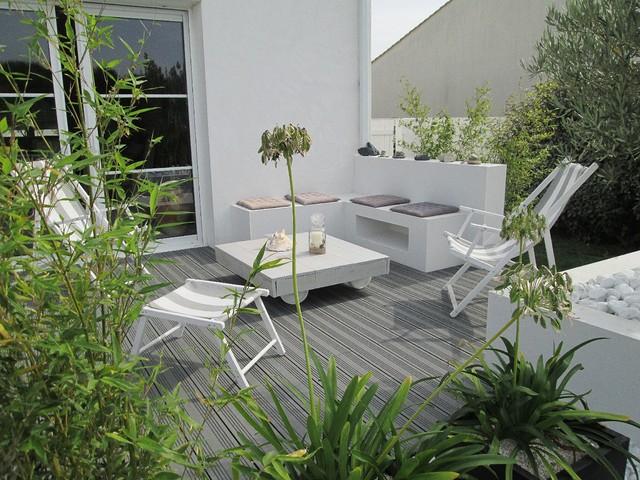 Terrasse à vivre et aménagement paysager - Beach Style - Patio ...