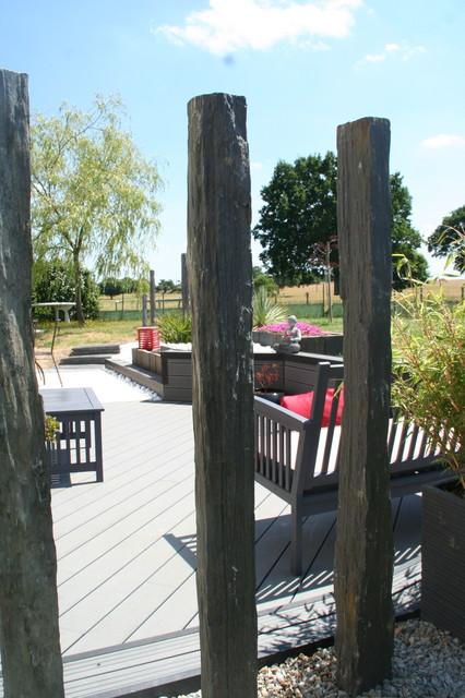 Terrasse Bois Composite Et Travertin De Marbre Blanc