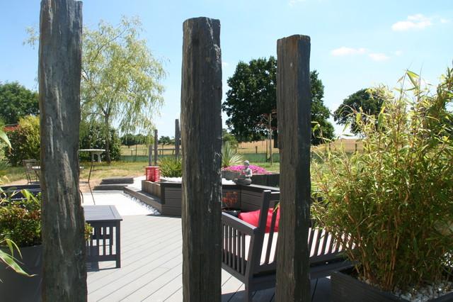 terrasse bois composite et travertin de marbre blanc moderne terrasse en bois et balcon. Black Bedroom Furniture Sets. Home Design Ideas