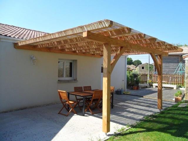 terrasse bois et pergolas casa de campo terraza y balc n angers de bois et paille. Black Bedroom Furniture Sets. Home Design Ideas