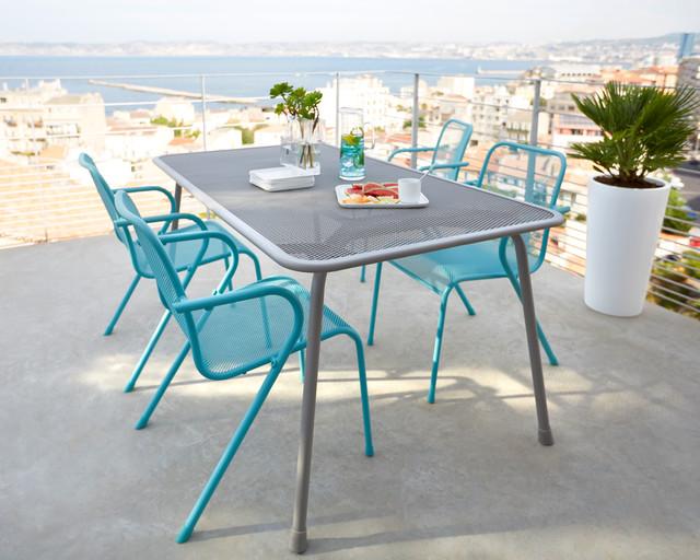 Terrasse design en bord de mer moderne terrasse en for Table exterieur metro