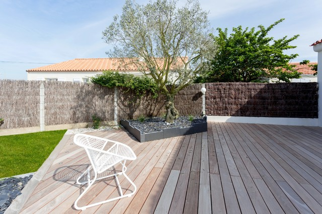 terrasse en bois plage de piscine bord de mer. Black Bedroom Furniture Sets. Home Design Ideas