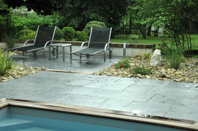 terrasse et plage piscine en dalles contemporain terrasse et patio other metro par seve. Black Bedroom Furniture Sets. Home Design Ideas