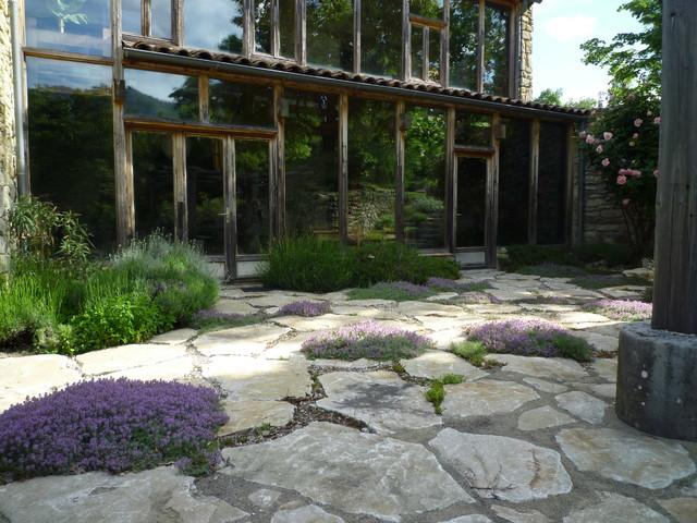 terrasse m diterran enne campagne terrasse en bois grenoble par adelfo. Black Bedroom Furniture Sets. Home Design Ideas