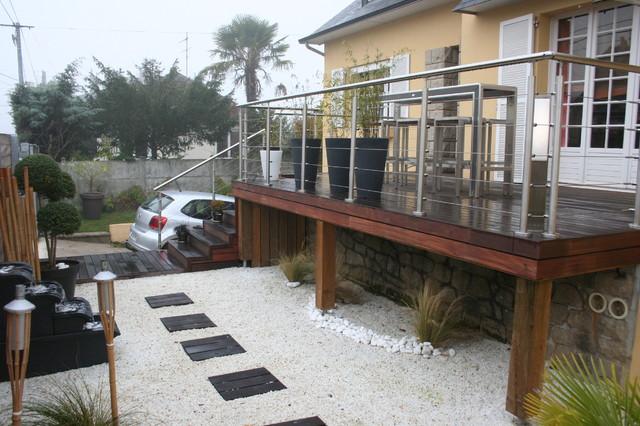 Terrasse sur pilotis et jardin zen contemporary deck for Jardin terrasse zen