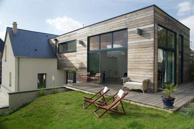 Une extension en bois côté jardin - Modern - Terrasse ...