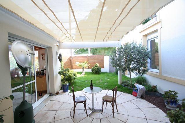 v lum sous c bles contemporain terrasse et patio le havre par abritez vous chez nous. Black Bedroom Furniture Sets. Home Design Ideas