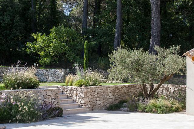 Venelles Jardin Provencal En Restanques Traditional Patio