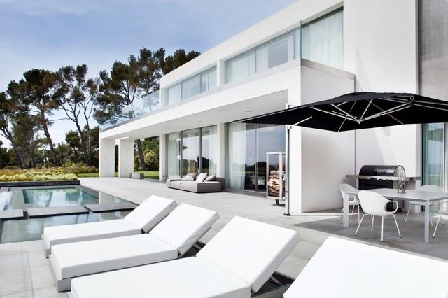 villa b moderne fa ade marseille par fenetre panoramique by cmmc aix. Black Bedroom Furniture Sets. Home Design Ideas