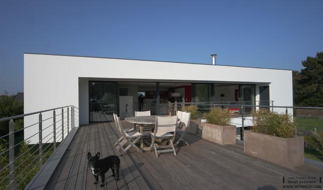 villa contemporaine b nodet bord de mer terrasse en bois et balcon other metro par. Black Bedroom Furniture Sets. Home Design Ideas