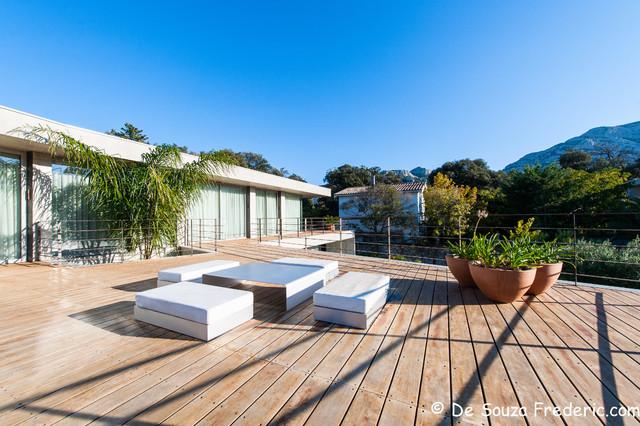 villa contemporaine vieillard fasciani contemporain terrasse et patio marseille par. Black Bedroom Furniture Sets. Home Design Ideas