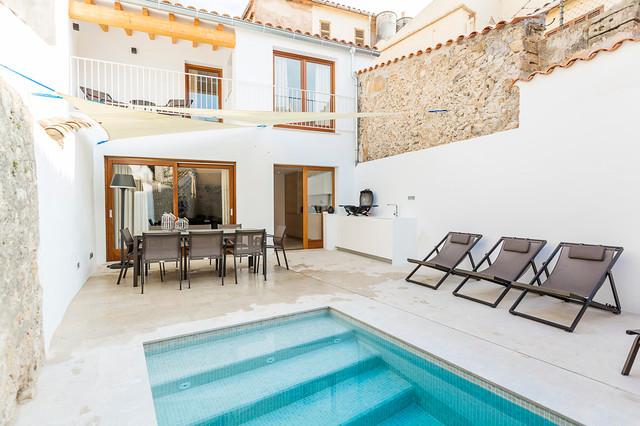 Casa De Pueblo Estilo Vintage En Pollensa Mallorca Retro