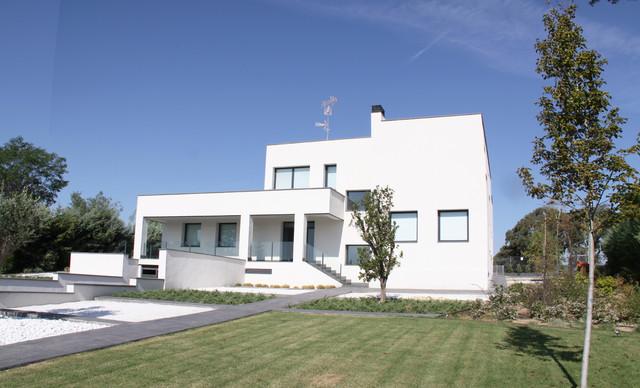 Casa unifamiliar moderna de dise o minimalista en madrid - Casas modernas madrid ...
