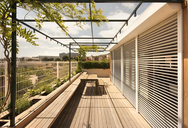 Reforma interior casa en barcelona contempor neo terraza y balc n barcelona de - Toldos galindo ...