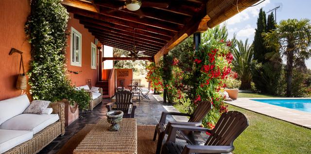 The sibarist rozas villa casa de campo porche madrid - Porches de casas de campo ...
