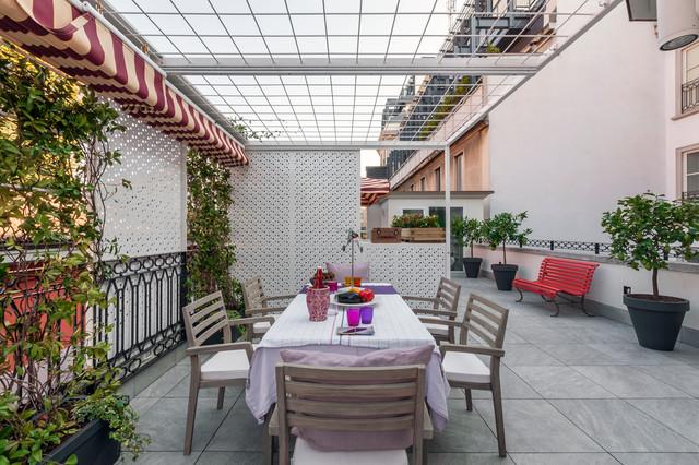 Esempio di grandi terrazze e balconi minimal sul tetto con una pergola