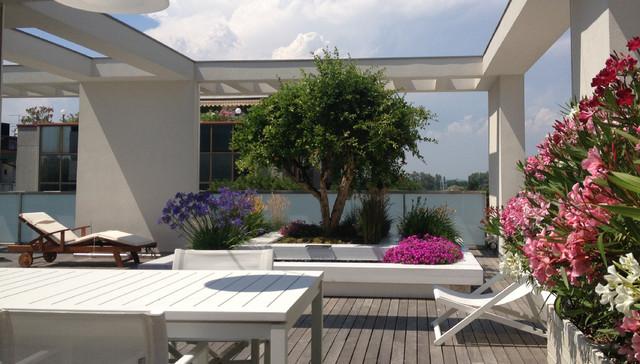 Arredamento terrazzi moderni disegni interni ed esterni for Arredamento attico