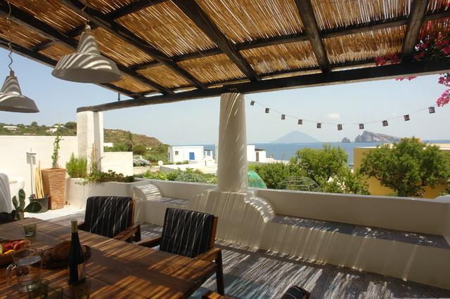 Casa di panarea mediterraneo terrazza milano di for Design mediterraneo per la casa