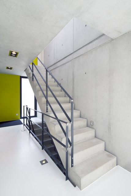einfamilienhaus kn08 minimalistisch treppen. Black Bedroom Furniture Sets. Home Design Ideas