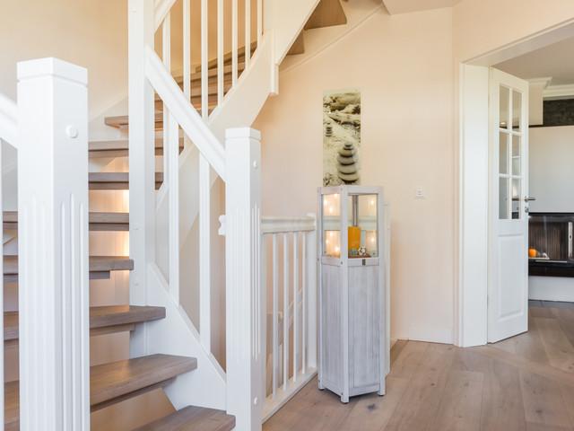 feriebhaus in wenningstedt landhausstil treppenhaus. Black Bedroom Furniture Sets. Home Design Ideas