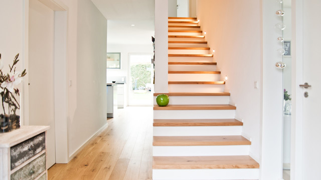 Flur / Treppe Contemporary Staircase