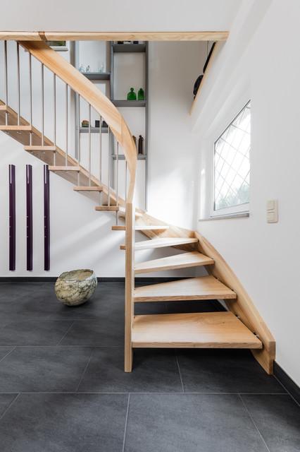 Freitragende Treppe freitragende treppe mit wandwange contemporary staircase