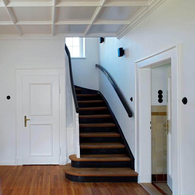 haus am tegernsee landhausstil treppenhaus m nchen. Black Bedroom Furniture Sets. Home Design Ideas