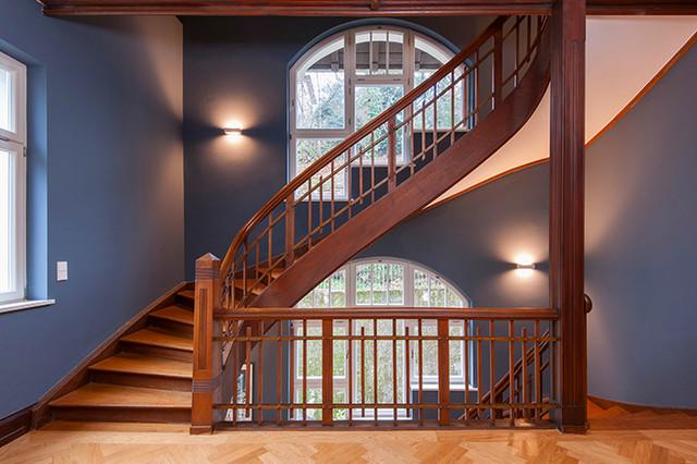 haus r treppenhaus klassisch treppen stuttgart von ziegler b rg b ro f r gestaltung. Black Bedroom Furniture Sets. Home Design Ideas