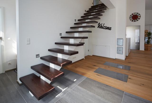 impressionen innenausbau mittelholmtreppe. Black Bedroom Furniture Sets. Home Design Ideas