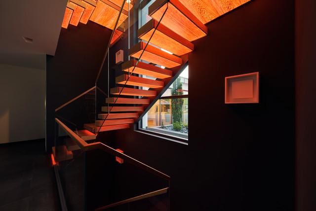 Treppen Dortmund kragarmtreppe mit transluzenten stufen aus holz modern treppen