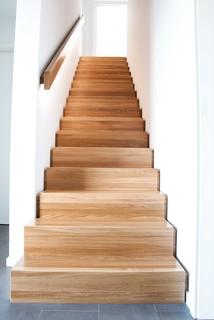 massivholzhaus modern treppen sonstige von herrmann massivholzhaus gmbh. Black Bedroom Furniture Sets. Home Design Ideas