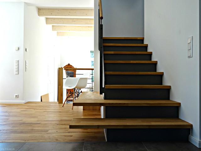 moderne stahl holztreppe mit kleiner bank skandinavisch treppen berlin von smg treppen. Black Bedroom Furniture Sets. Home Design Ideas