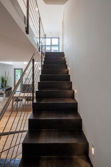 beton cir auf treppe contemporary staircase cologne by einwandfrei die wanddesigner. Black Bedroom Furniture Sets. Home Design Ideas
