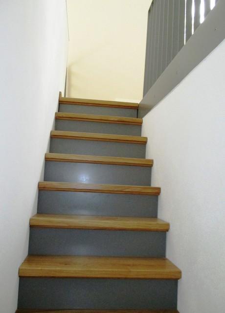 Treppen Nürnberg sanierung mehrfamilienwohnhaus treppe hinter küchenblock