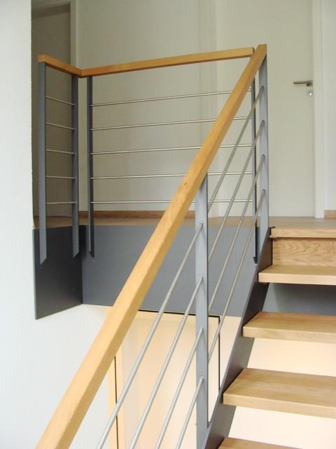 stahlwangentreppe mit abschlussgel nder modern treppen