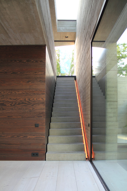 Large trendy concrete straight staircase photo in Hanover with concrete risers