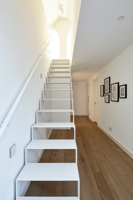 treppe zum spitzboden modern treppen essen von falke architekten. Black Bedroom Furniture Sets. Home Design Ideas