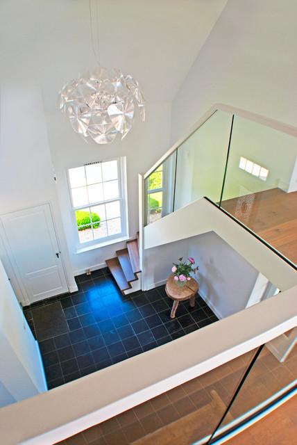 viertelgewendelte treppe mit holzstufen und gel nde. Black Bedroom Furniture Sets. Home Design Ideas
