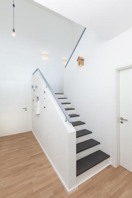 wohnhauserweiterung 2 wohneinheit mit kleinem l dchen modern treppenhaus other metro. Black Bedroom Furniture Sets. Home Design Ideas