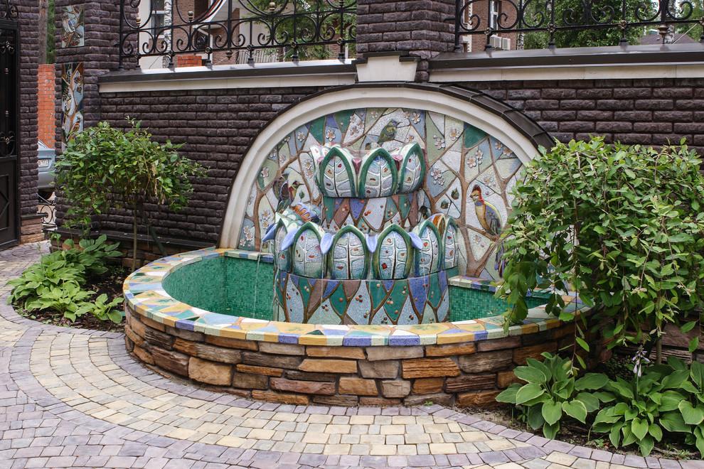 Idee per un giardino classico in estate con fontane
