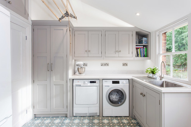 Small Transitional L Shaped Ceramic Floor And Multicolored Dedicated Laundry Room Photo In Kent