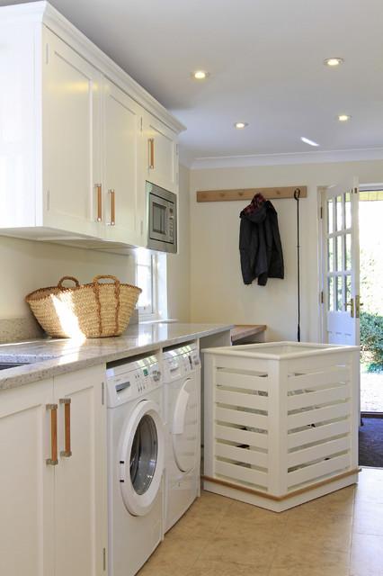 In Frame Shaker Kitchen in Green Blue & Wimborne White