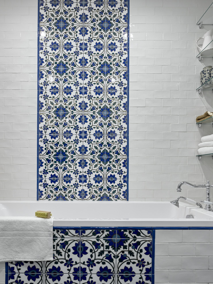 Inspiration for an eclectic bathroom remodel in Moscow