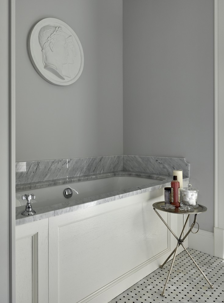 Example of a classic bathroom design in Moscow with an undermount tub and gray walls